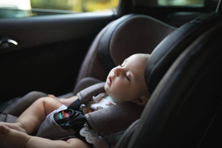 Veiligheid met baby in de auto