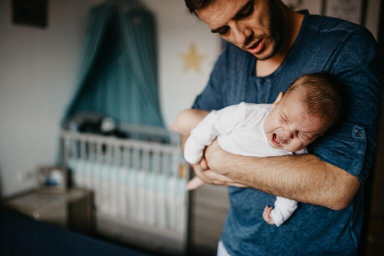 Verschillende posities die baby kalmeren